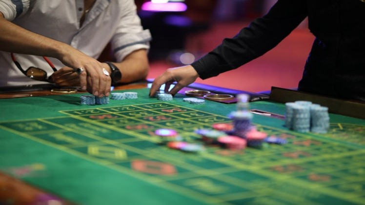 Photo of Many people prefer to use casino gambling games because this game is the first game they learn.